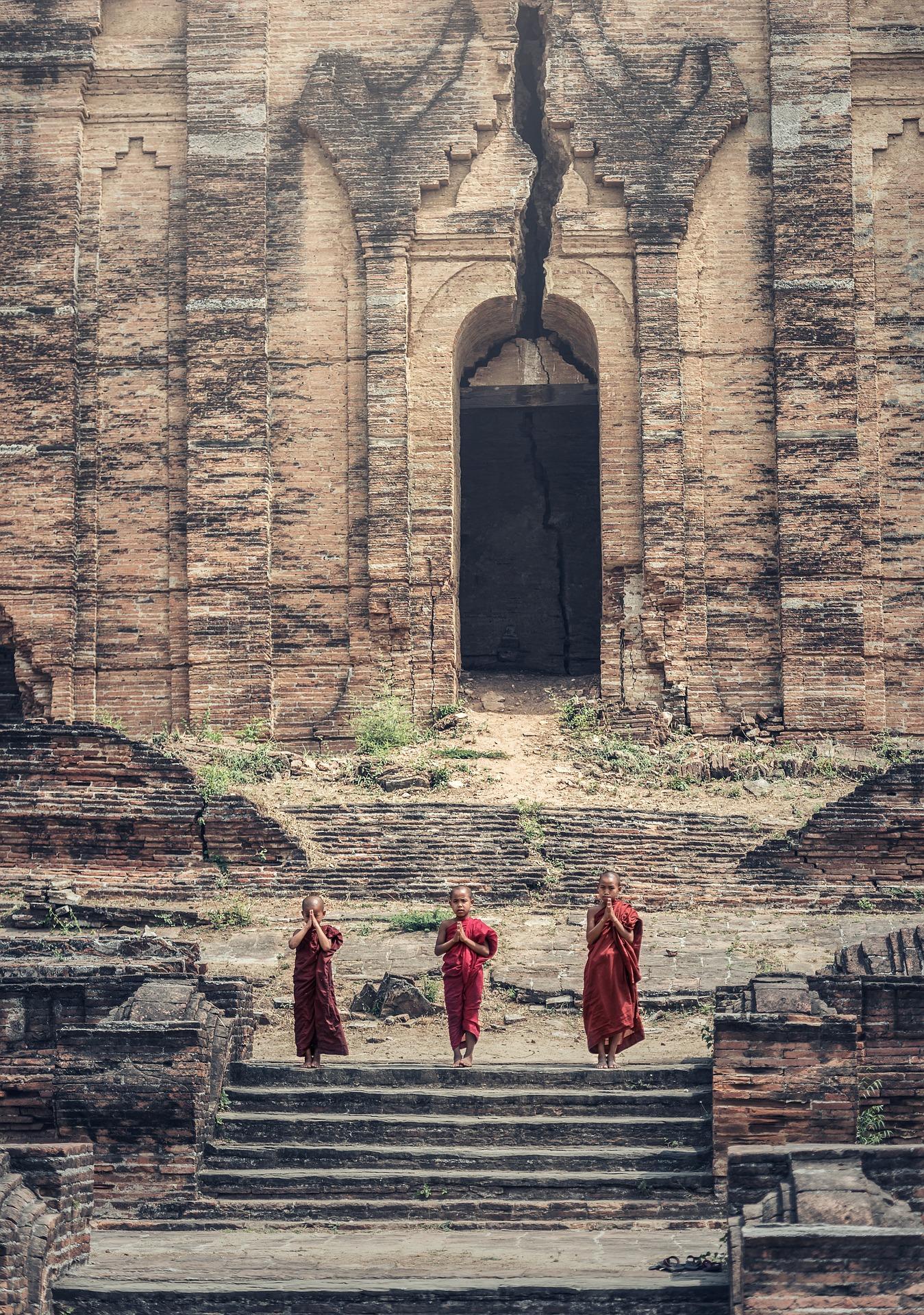children-monk-burma